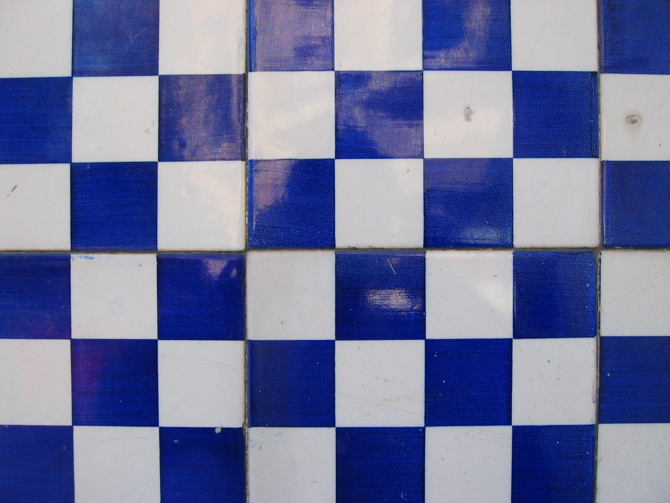 Blue_and_white_tiles