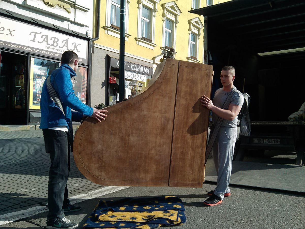 levné stěhování Brno - těžké břemeno, vodní nádrž, klavír