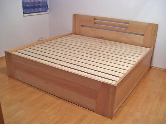 Solidní postele z masivu