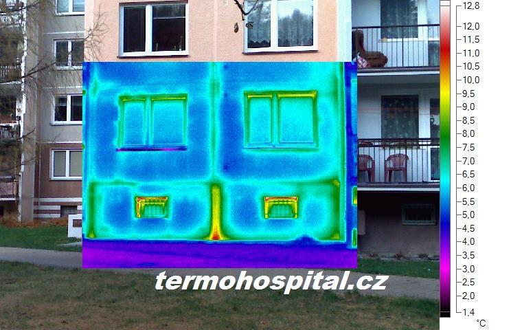 termosnímek bytového domu, tepelný most sklepní prostory panelového domu